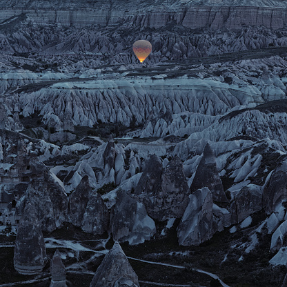 Awe「Lonely Balloon in Early Morning, Cappadocia, Turkey」:スマホ壁紙(16)