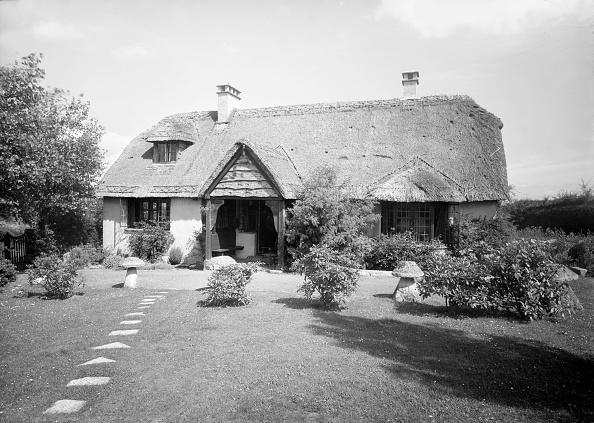 Thatched Roof「Thatched Cottage And Garden」:写真・画像(5)[壁紙.com]