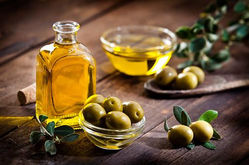 Bowl「Olive oil and green olives」:スマホ壁紙(2)