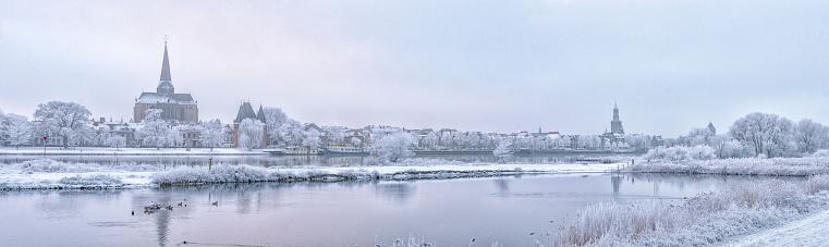 オランダ「オランダの冬のカンペンとアイセル川を見る」:スマホ壁紙(17)