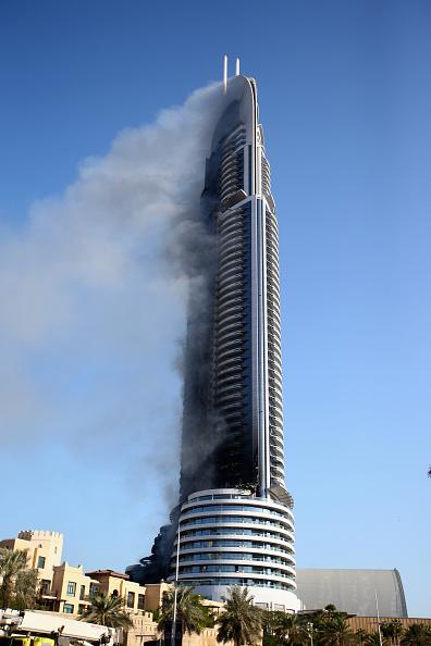 Francois Nel「Fire Breaks Out In Dubai Skyscraper」:写真・画像(10)[壁紙.com]