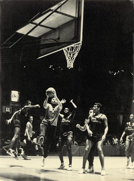 バスケットボール「Fidel Castro playing Basketball, Cuba, Around 1960」:写真・画像(19)[壁紙.com]