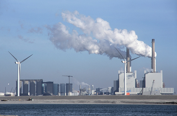 Netherlands「Windmill alongside coal fired power station in the Maasvlakte outer Rotterdam docks, Netherlands」:写真・画像(14)[壁紙.com]