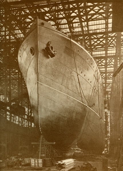 Passenger Craft「The Cunard 'Aurania' (14000 Tons) On The Stocks At Newcastle-On-Tyne」:写真・画像(2)[壁紙.com]