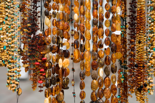 Market Stall「Amber necklaces for sale at market stand」:スマホ壁紙(7)