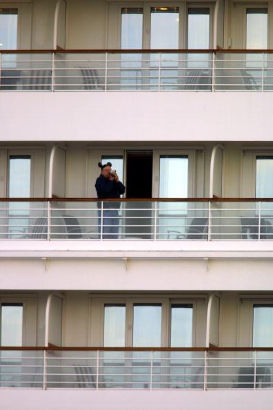 ミッキーマウス「Disney Cruise Ship Returns To Port After Virus Breaks Out」:写真・画像(4)[壁紙.com]