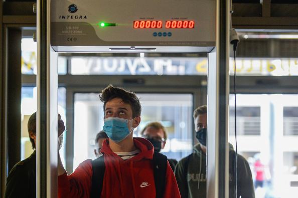 People「Flights Resume At Krakow Airport」:写真・画像(11)[壁紙.com]