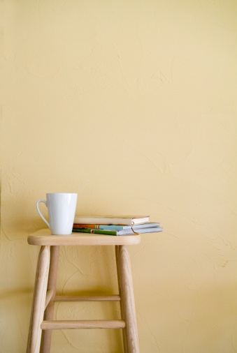 Stool「Mug and books on stool」:スマホ壁紙(13)