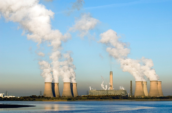 Violinist「Fiddlers Ferry Power Station, Widnes, Cheshire, UK」:写真・画像(6)[壁紙.com]