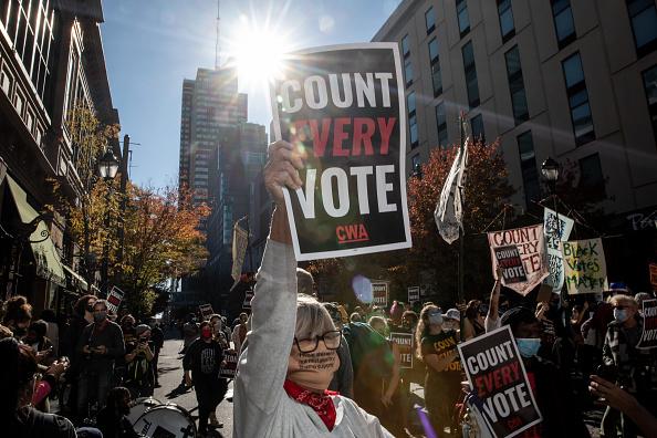 Pennsylvania「Protests Continue In Philadelphia As Pennsylvania Counts Votes」:写真・画像(18)[壁紙.com]