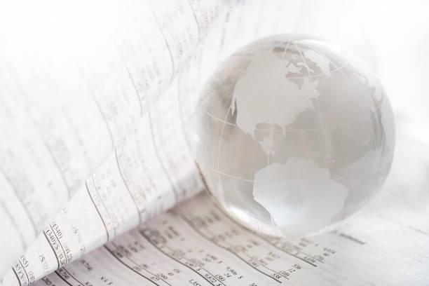 Financial newspaper with crystal ball:スマホ壁紙(壁紙.com)
