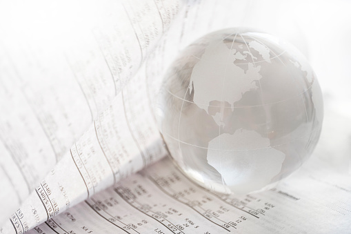 Economic fortune「Financial newspaper with crystal ball」:スマホ壁紙(3)