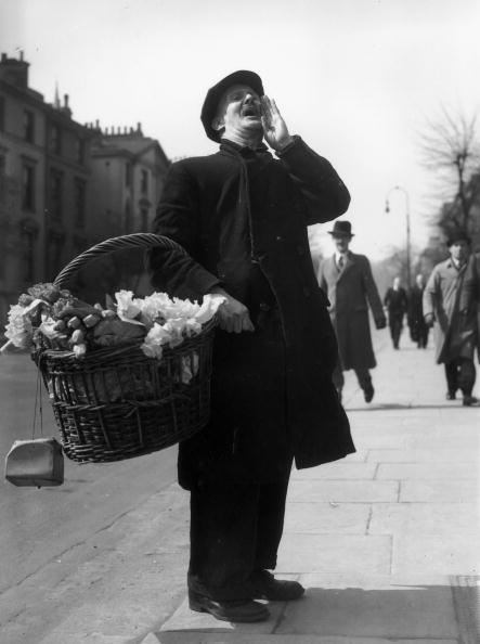 Selling「Wartime Flower Seller」:写真・画像(5)[壁紙.com]