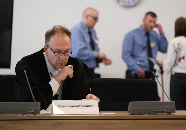 座る「Chemnitz Murder Trial Begins In Dresden」:写真・画像(8)[壁紙.com]