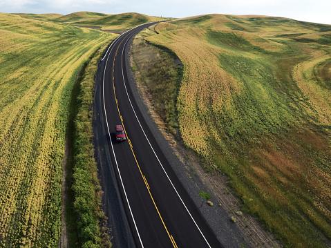 Rolling Landscape「USA, Washington State, Palouse hills, road between fields」:スマホ壁紙(8)