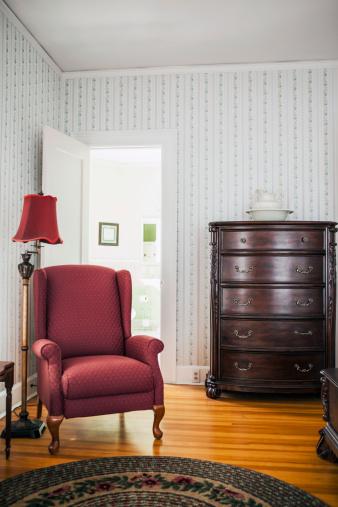 Armchair「USA, Washington, Everett, Empty room with armchair」:スマホ壁紙(3)