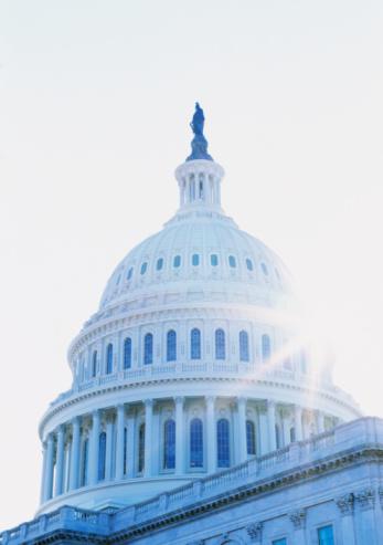 Politics「USA, Washington DC, sun shining behind the Capitol, close-up」:スマホ壁紙(8)