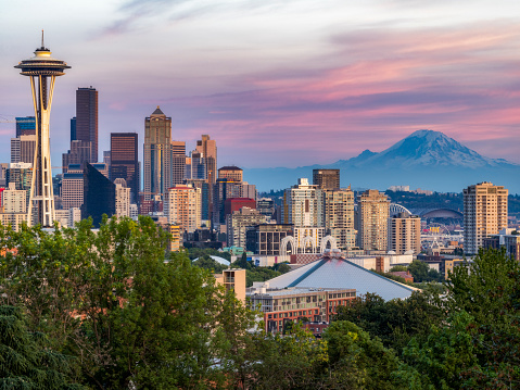 Seattle「USA, Washington State, Seattle skyline and Mount Rainier」:スマホ壁紙(2)