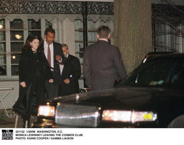 コスモス「Monica Lewinsky Leaving The Cosmos Club」:写真・画像(7)[壁紙.com]