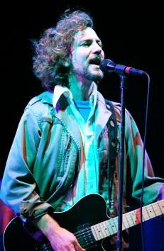Eddie Jones「Pearl Jam Plays At Jones Beach」:写真・画像(19)[壁紙.com]