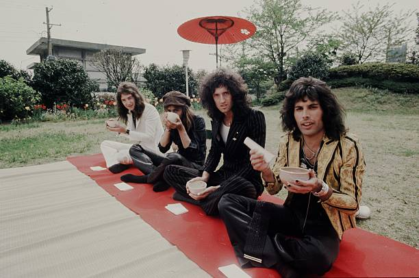 Queen In The Hotel Garden:ニュース(壁紙.com)