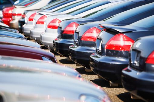 Car Dealership「Cars in Rows」:スマホ壁紙(1)