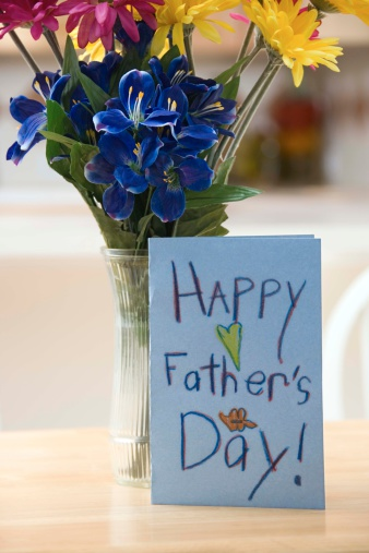 Father's Day「Flowers and handmade Fathers Day card」:スマホ壁紙(19)