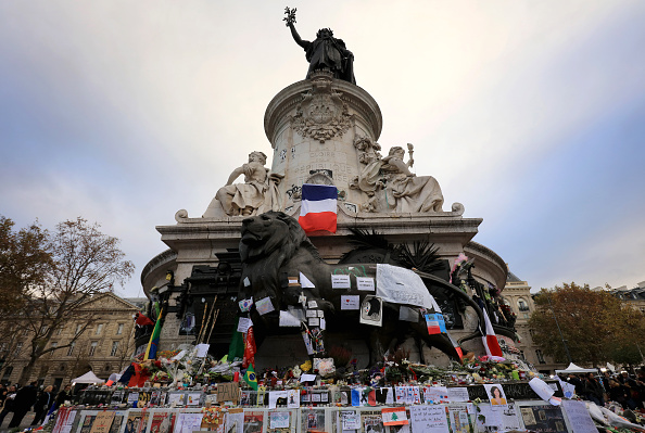 像「Minute's Silence Held In Paris To Honour The Victims Of The Terrorist Attack」:写真・画像(2)[壁紙.com]