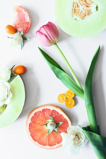 メロン「Flowers and sliced fruit」:スマホ壁紙(6)