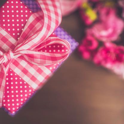 母の日「フラワー&ギフトを Mum の母の日です。誕生日のお祝いに最適。」:スマホ壁紙(11)