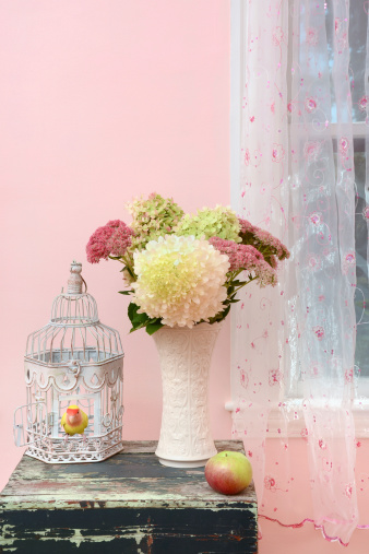 Shabby Chic「Flowers and Lovebird in a Pink Room」:スマホ壁紙(9)