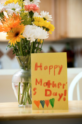 Mother's Day「Flowers and handmade Mothers Day card」:スマホ壁紙(13)