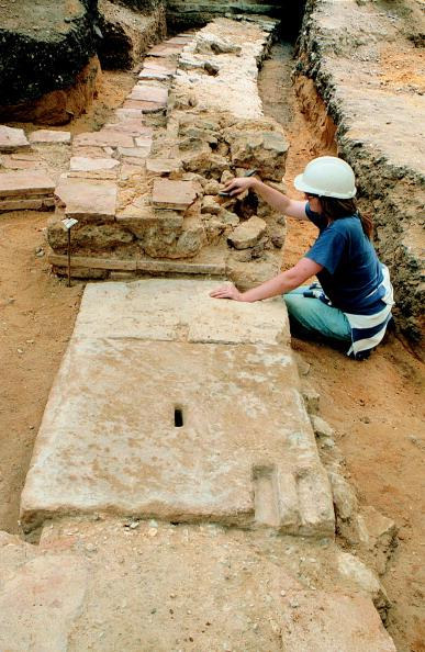 Archaeology「Roman Amphitheatre Excavation」:写真・画像(10)[壁紙.com]