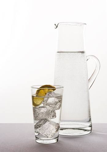 Carbonated drink「Glass and water pitcher with sparkling water ice c」:スマホ壁紙(19)