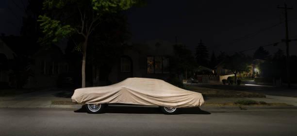Covered car at night:スマホ壁紙(壁紙.com)