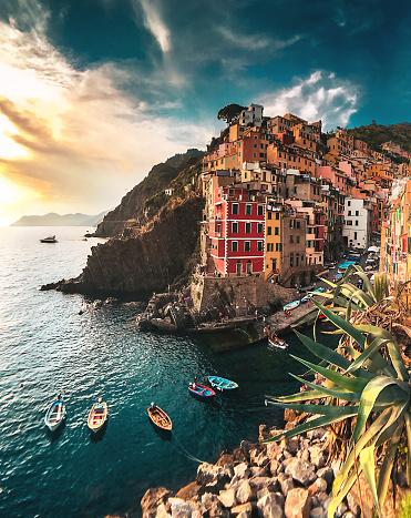 Cinque Terre「view of Riomaggiore at the cinque terre」:スマホ壁紙(11)