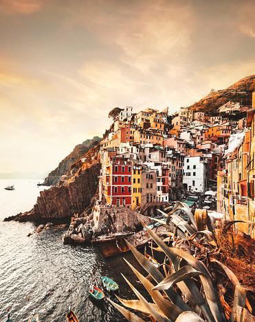 Cinque Terre「view of Riomaggiore at the cinque terre」:スマホ壁紙(19)