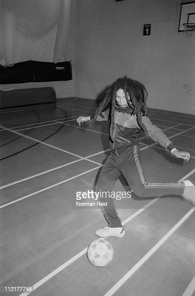 Kicking「Marley On The Ball」:写真・画像(12)[壁紙.com]