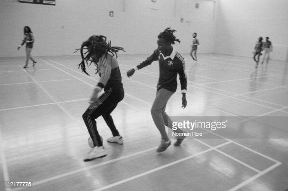 スポーツ「Bob Marley Plays Soccer」:写真・画像(8)[壁紙.com]