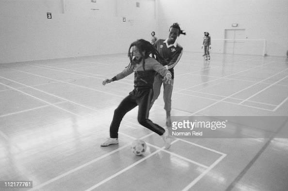 Soccer「Marley On The Ball」:写真・画像(2)[壁紙.com]