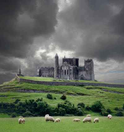 Ancient Civilization「Heavy clouds over Rock of Cashel, sheep grazing on foreground, Cahir, County Tipperary, Ireland」:スマホ壁紙(9)