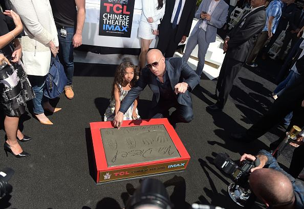 Natural Pattern「Vin Diesel Immortalized With Hand And Footprint Ceremony」:写真・画像(1)[壁紙.com]