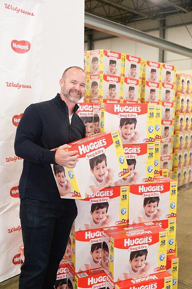 クレヨン「Huggies And Walgreens Donate 250,000 Diapers To Chicago Nonprofit With David Ross」:写真・画像(0)[壁紙.com]