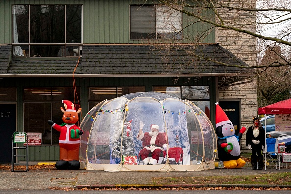 ベストオブ「Santa Greets Children From Safety Of Socially-Distanced Bubble」:写真・画像(19)[壁紙.com]