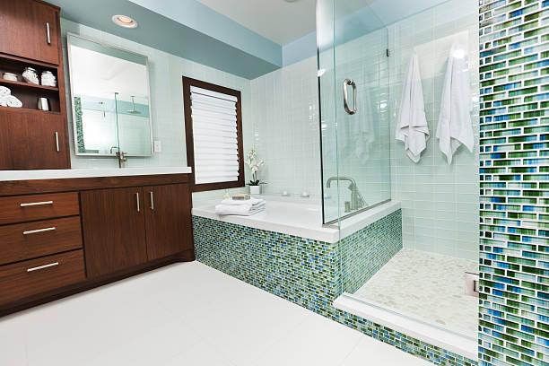 Modern bathroom with glass shower:スマホ壁紙(壁紙.com)
