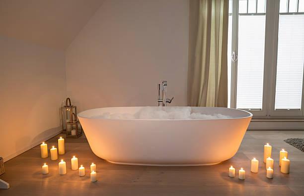 Modern bathtub with lighted candles arround:スマホ壁紙(壁紙.com)