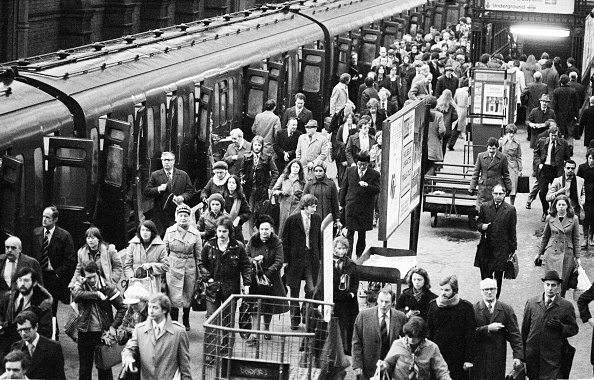 Finance and Economy「Rush Hour at Waterloo」:写真・画像(13)[壁紙.com]
