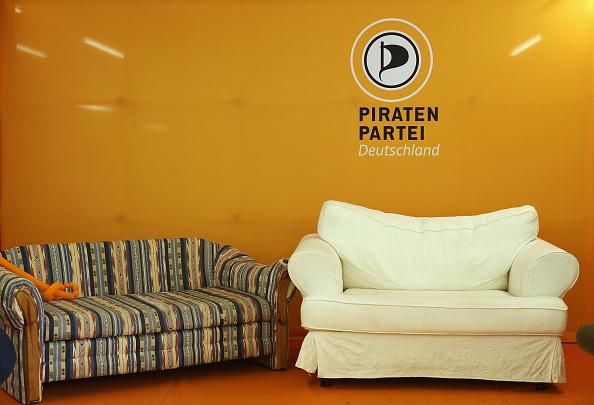 Sofa「Political Parties Vie For Voters」:写真・画像(12)[壁紙.com]