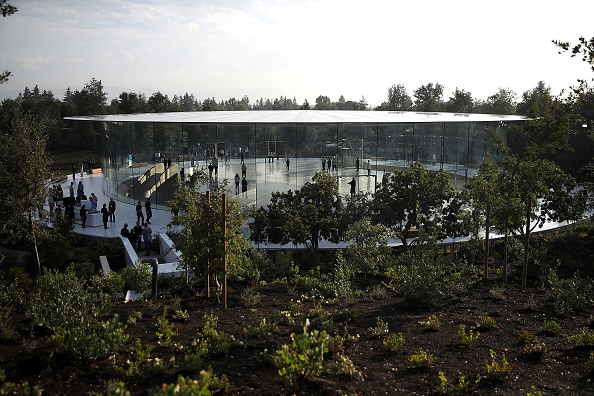 Cupertino「Apple Holds Product Launch Event At New Campus In Cupertino」:写真・画像(0)[壁紙.com]