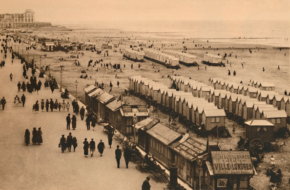 Beach Hut「View Of The Esplanade Towards The Palace Hotel And Cabins」:写真・画像(17)[壁紙.com]